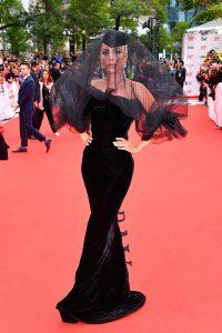 Леди Гага в черном платье от Армани