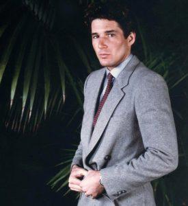 Ричард Гир примерил костюм Армани