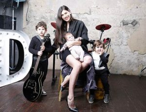 Дарья Курочкина с детьми