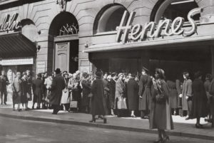 Первый магазин женской одежды Hennes