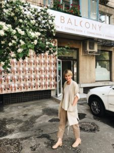 Катя Бойко возле магазина Balcony Garment
