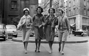 Модели в двухцветных туфлях-лодочках от Chanel