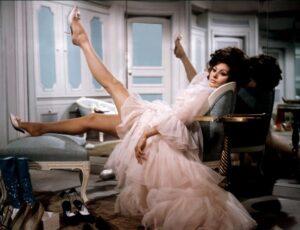 Катрин Денев в платье Yves Saint Laurent