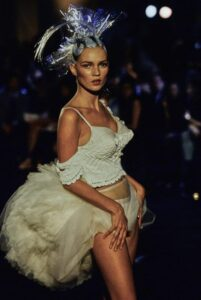John Galliano показ коллекции Ready-to-Wear 1996