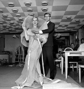 Ив Сен-Лоран со своей моделью