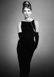 Одри Хепберн в черном платье от Givenchy