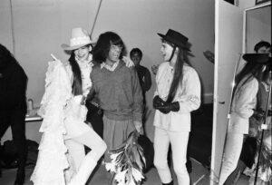 Кензо Такада со своими моделями
