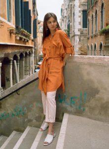 Светлые брюки с платьем-рубашкой Burvin