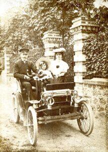 Жанна Ланвен с мужем и дочерью