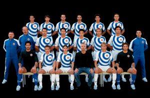 Дирк Биккембергс с игроками F. C. Fossombrone