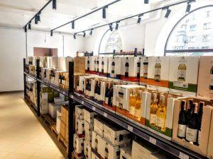 Интерьер магазина-склада WineWine