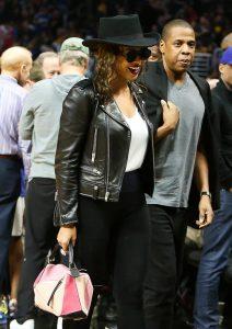 Beyonce с Loewe Puzzle Bag
