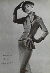 Модель в наряде Pierre Balmain