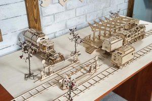 Механическая модель «Рельсы и переезд» UGEARS