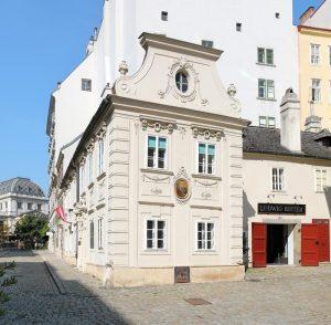 Флагманский магазин Ludwig Reiter в Dreimäderlhaus
